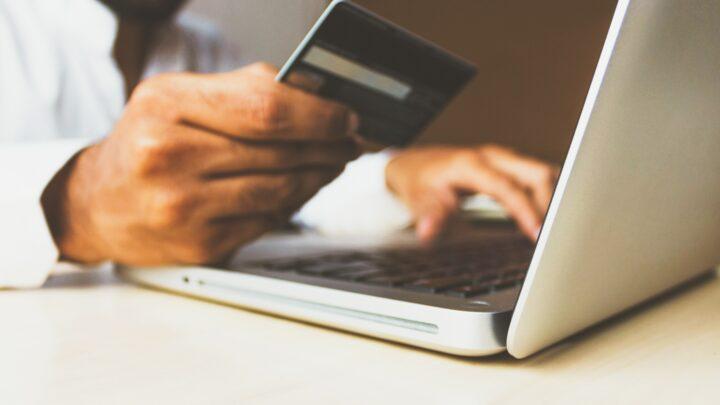 Vai usar um cartão de crédito pela primeira vez? 5 Coisas que deve saber
